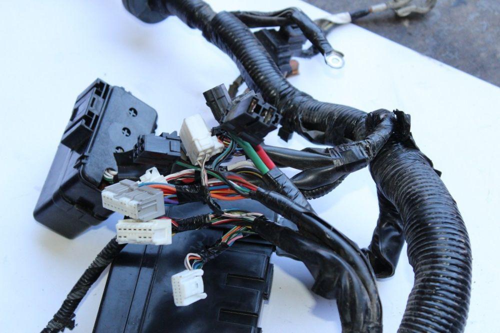 medium resolution of 2006 2008 infiniti m45 engine bay wire harness fuse box j1295