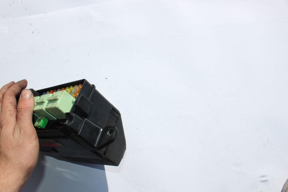 medium resolution of 2008 2010 mini cooper engine bay fuse box r1369