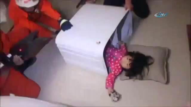 Image result for 2 yaşındaki kız çamaşır makinesine sıkıştı.