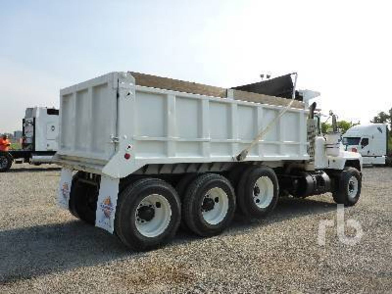 hight resolution of photos of mack dump trucks