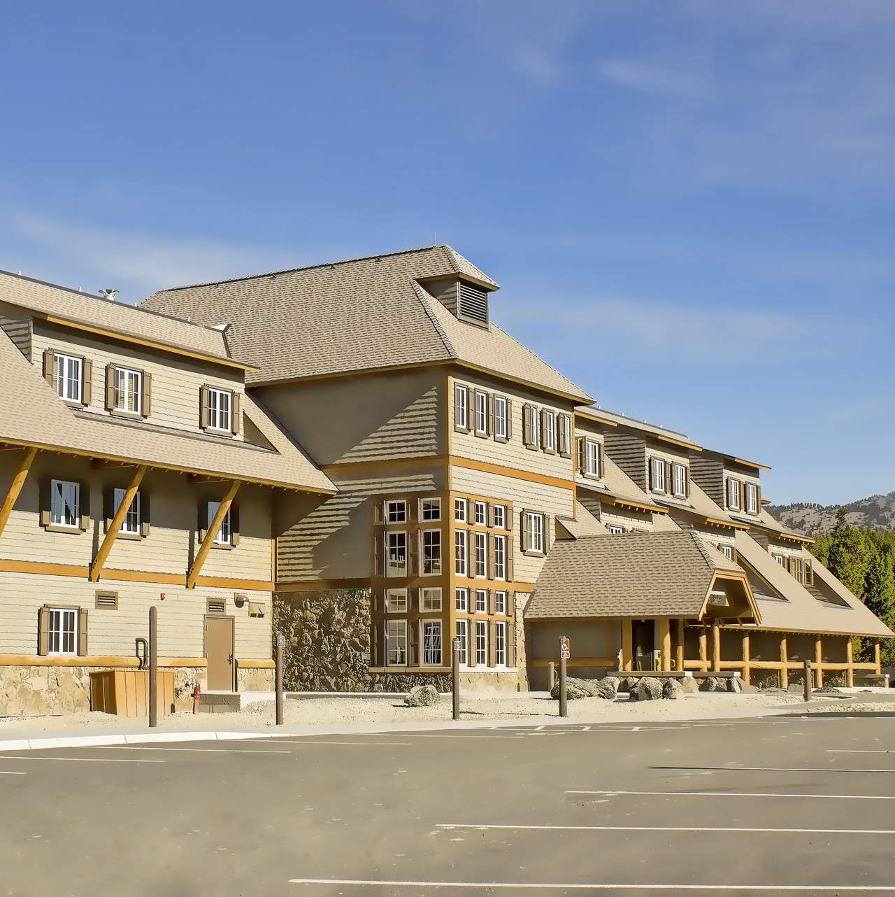 Hotel Wyoming Canyon Lodge and Cabins  CANUSA