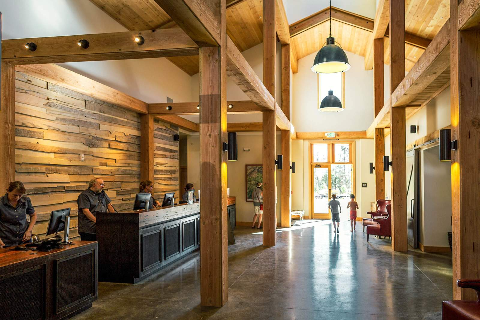 Hotel Kalifornien Rush Creek Lodge at Yosemite  CANUSA