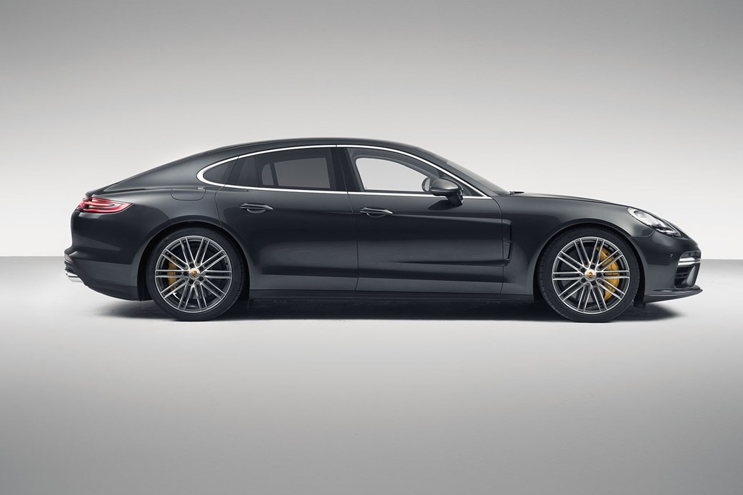 The new 2016 Porsche Panamera: a Paris motor show launch