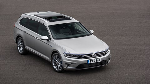 Front grille pops open to charge Passat GTE batteries