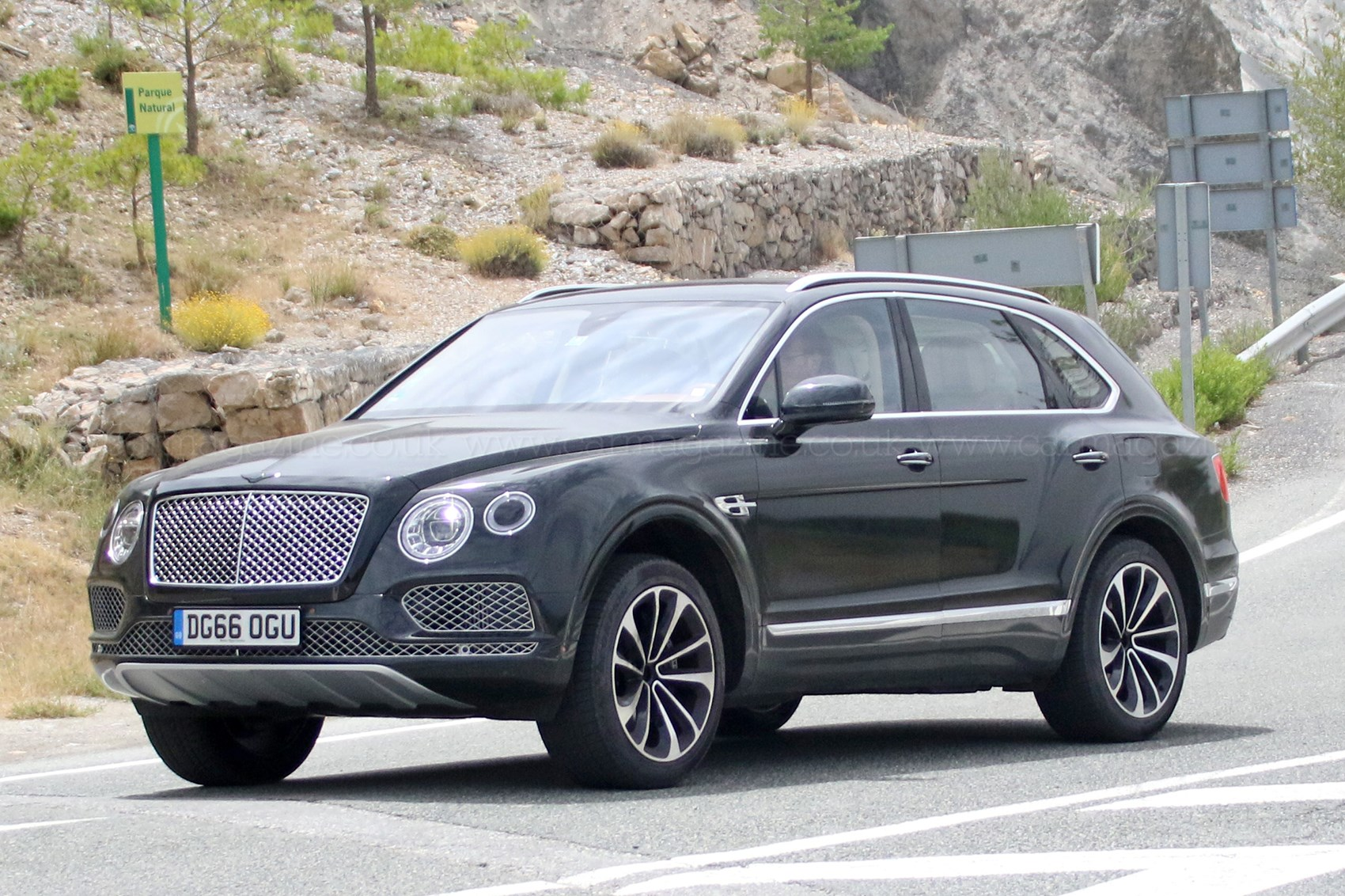 Bentley Bentayga Plugin Hybrid Spyshots By Car Magazine