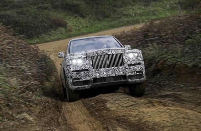 Rolls Royce officialise le nom de son premier SUV