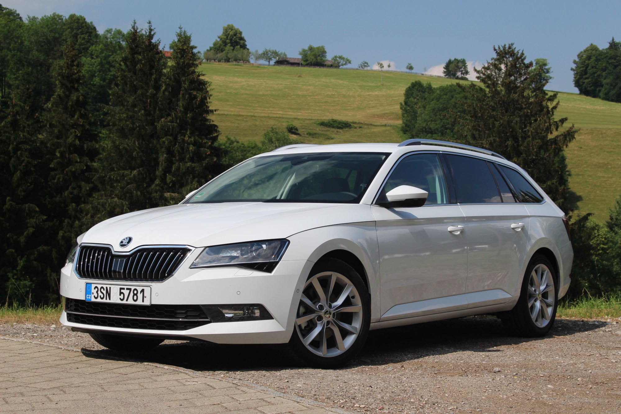 hight resolution of skoda superb 3 combi