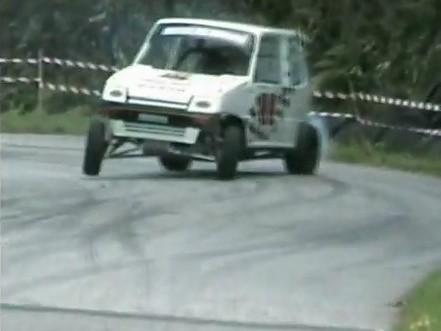Drift extrme  Une voiturette sans permis survitamine en course de cote