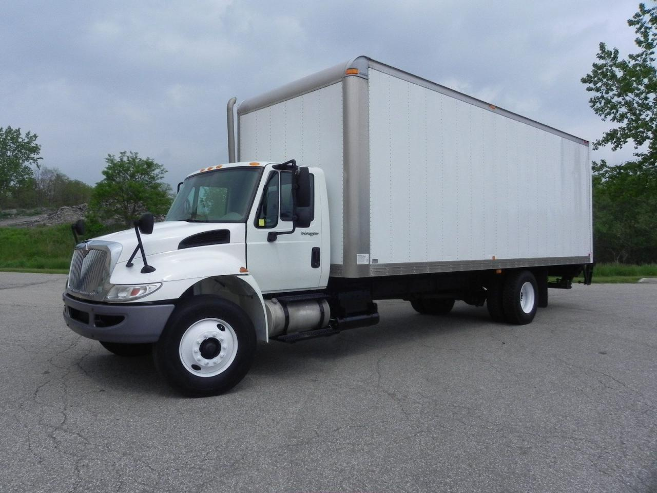 hight resolution of used 2011 international durastar 40s curtain side 26 foot box truck with lift for sale in brantford ontario carpages ca