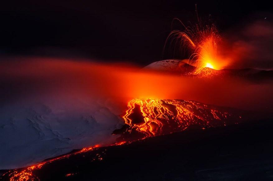 Foto scattata l'1 febbraio 2015 in occasione della colata lavica alla base meridionale del Cratere di Sud-Est.