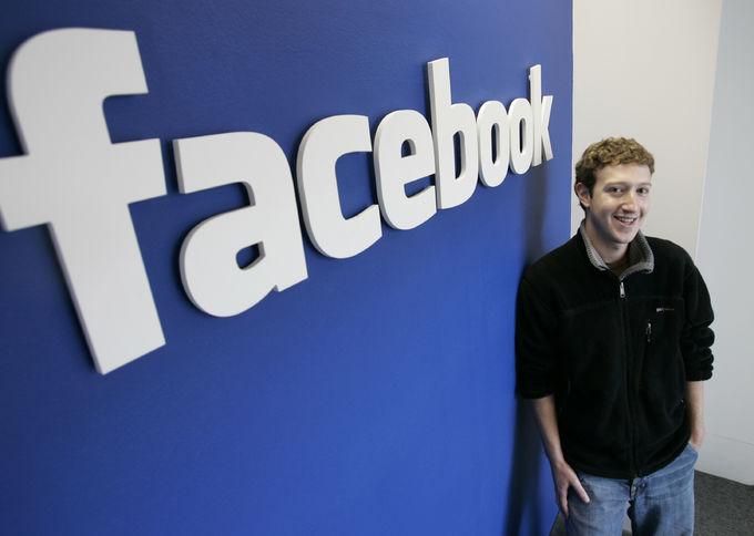 Facebook sperimenta i commenti colorati: la novità del social network