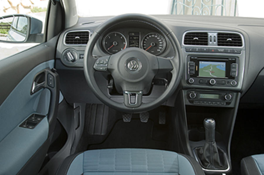 Crece hasta los 4,697 mm de largo (+43 mm), cifra que momentáneamente lo coloca como uno de los sedanes compactos de mayor tamaño y cajuela (510 litros). VW Polo 1.2 TDI 75 Bluemotion review | Autocar