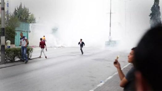 Al Hroubin mukaan palestiinalaispojat omaksuvat jo varhain väkivaltaisia tapoja vastustaa Israelin turvallisuusjoukkoja.