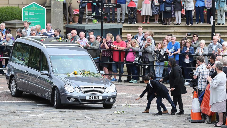 Jo Coxin hautajaiset.