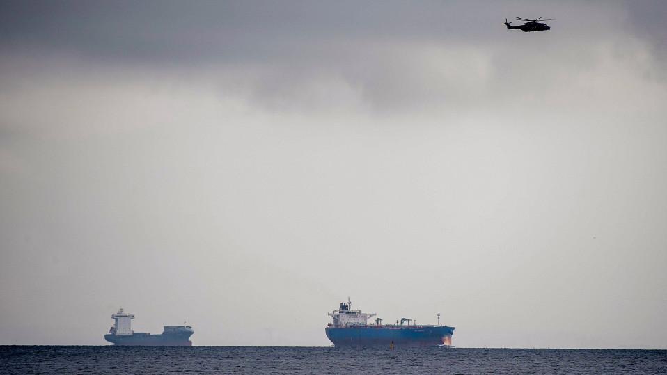Helikopteri ja Tanskan armeijan alukset etsivät kadonnutta yksityistä sukellusvenettä lähellä Kööpenhaminan satamaa.