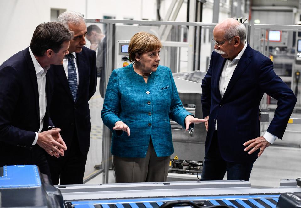 Merkel Daimlerin tehtailla viikko sitten