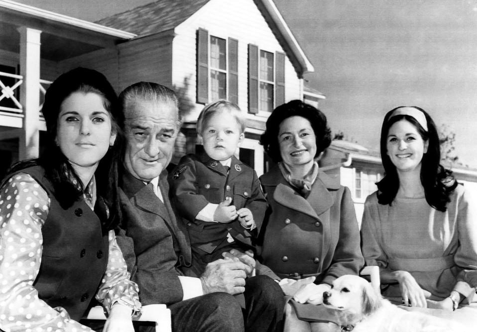 Lyndon B. Johnson perheineen LBJ Ranchissa 1968.