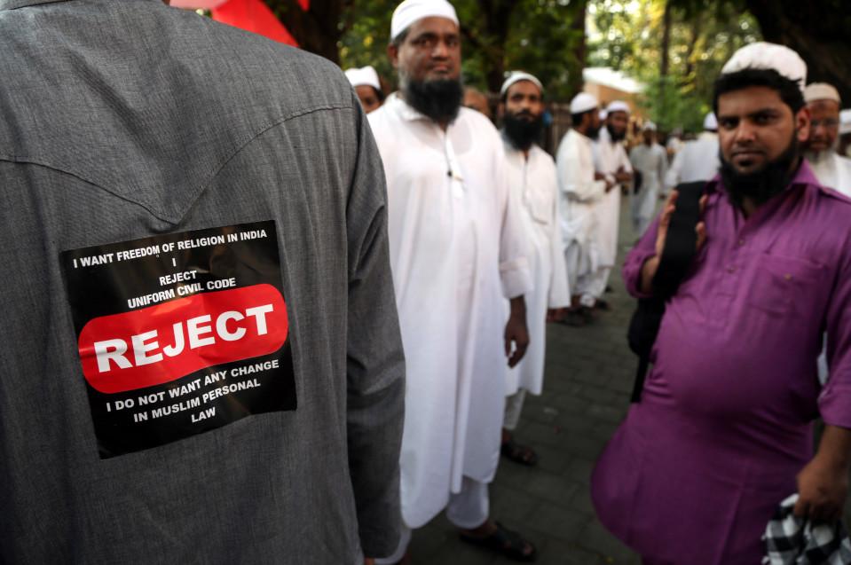 uslimimiesten mielenosoitus avioliittolainsäädännön yhtenäistämistä vastaan.