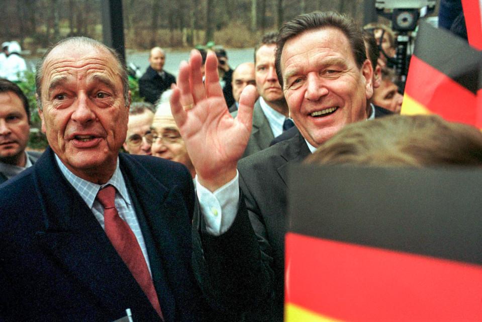 Jacques Chirac ja Gerhard Schröder juhlivat Saksan ja Ranskan Élysée-ystävyyssopimuksen 40-vuotispäiviä 23. tammikuuta 2003.