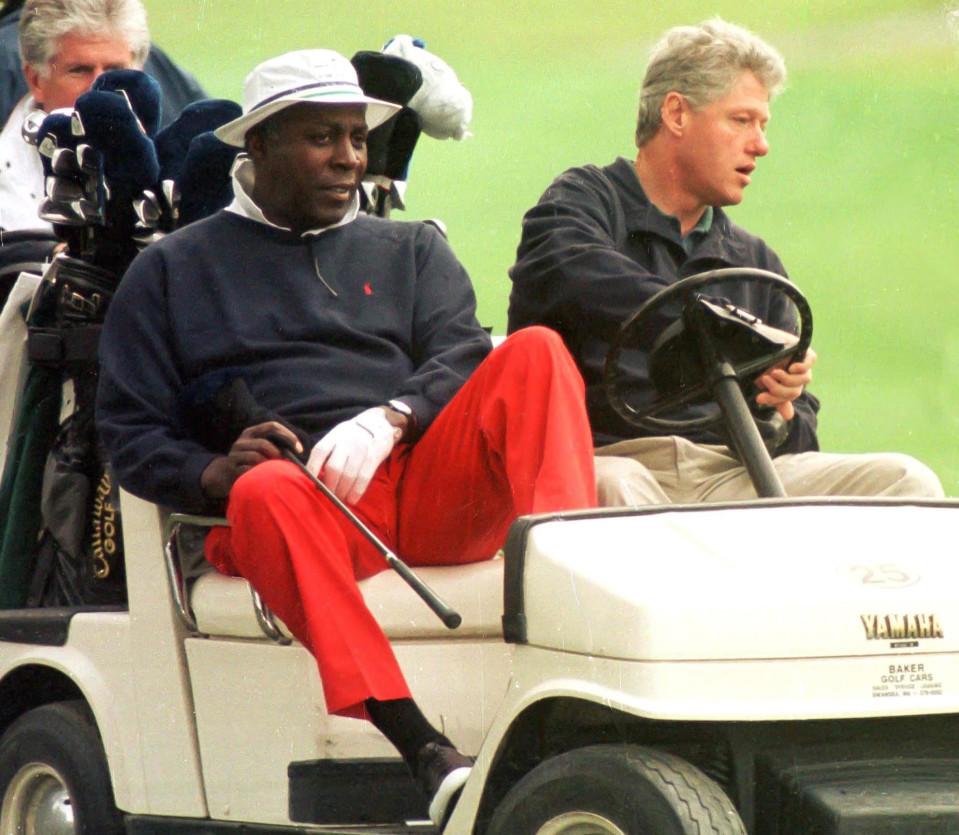 Bill Clinton ja Vernon Jordan golffaamassa vuonna 1993.