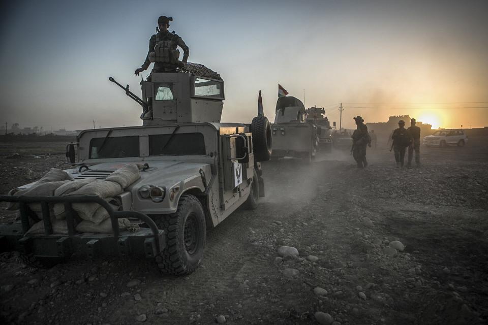 Peshmergajoukkoja matkalla kohti Mosulia.