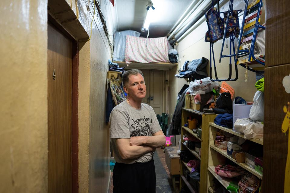 Käytävällä haisee homeelle. Igor Poddajev on siellä nähnyt myös rottia.