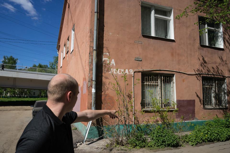 Aleksandr Kuznetsov ei näe mahdollisuutta korjata taloa, jossa asuu. Se on liian huonokuntoinen.