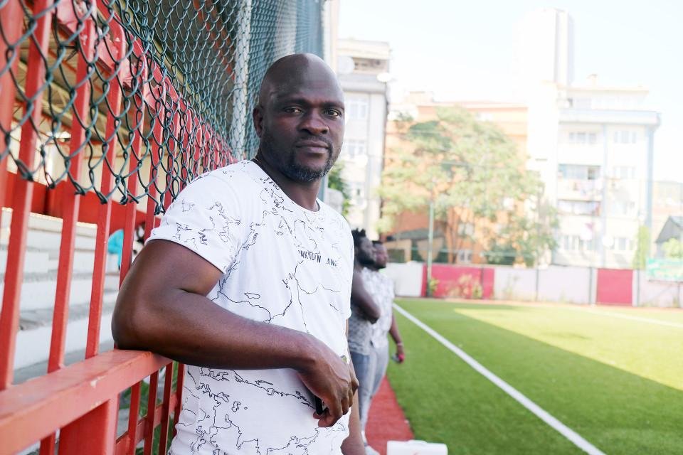 Nigeriasta kotoisin oleva Segun valmentaa nykyisin afrikkalaisia jalkapallon pelaajia.