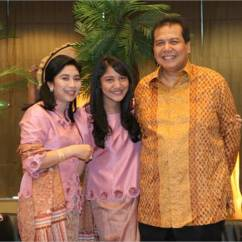 Chairul Tanjung Hanging Yoga Chair Family Tree Celebrity Anita Ratnasari Is The Wife Of She A Dentist By Profession And Completed Her Dentistry Degree From University