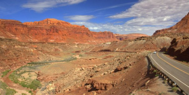 Here we're leaving the Hite Overlook and heading into the canyon.