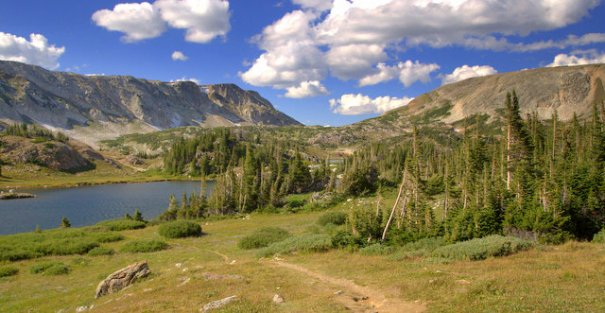 Snowy-nice-lake-trail