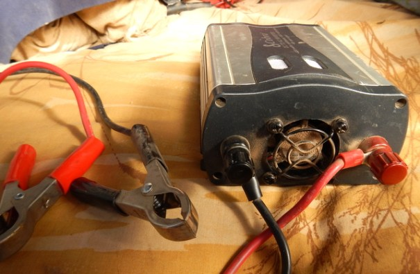 This Cobra 400 inverter comes with two ways to connect it to your batteries. This is the best way with color-coded clamps to hook it to their positive and negative posts posts. The other is with a cigarette lighter plug-in. That's easy but can only handle 120 watts of power and not the whole 400.