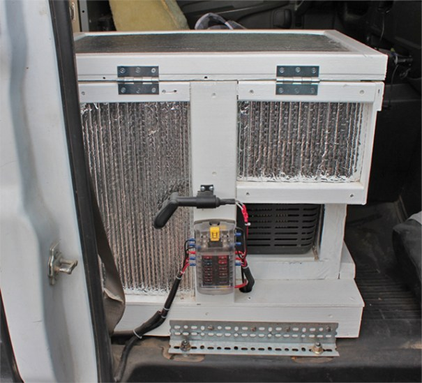 The electrical part of the box seen from the passenger door.
