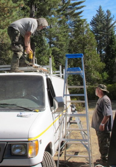 Cheap Rv Living Com Mounting A Solar Panel To A Ladder Rack