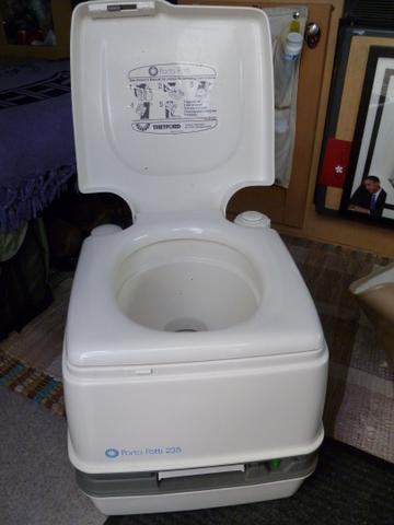 pleasr-thetford-toilet