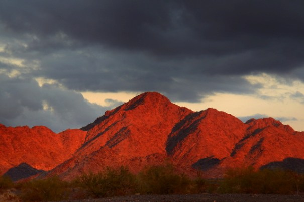 I love the desert! It can't help but put on a light show.