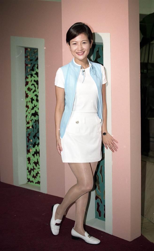 崔佩儀在電視劇《花系列》把壞女人、富家千金,演得活靈活現,也讓她嘗到走紅滋味,圖為崔佩儀在1999年出席《君子蘭花》慶功活動。(圖/本報系資料照片)