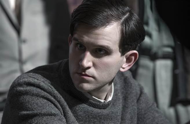 飾演「達力」的哈利梅林今年已31歲,整個人抽高又變瘦,竟變成眼神羞澀的白淨小生。(圖/達志提供)