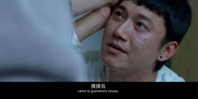 吳慷仁新作《我沒有談的那場戀愛》預告片中的這個畫面,引起網友熱烈討論。(圖/ 摘自電影《我沒有談的那場戀愛》預告)
