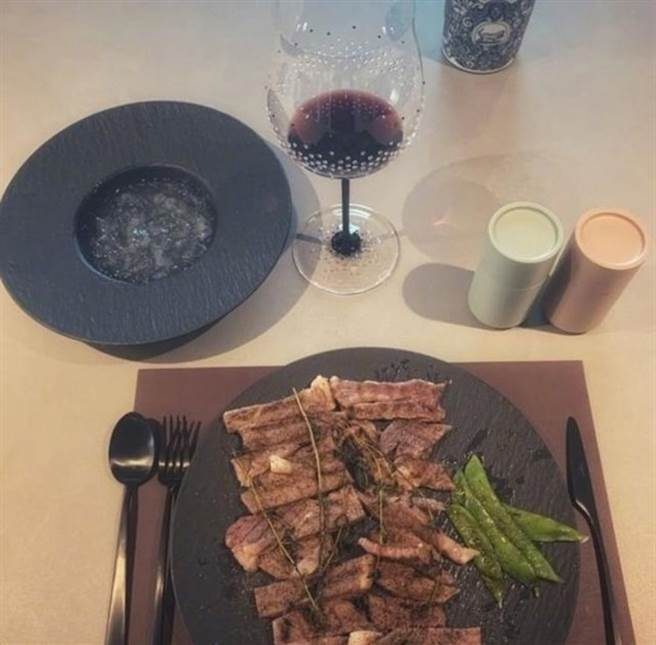 Hua Chenyu once exposed his own high-end breakfast.  (Picture/Flip from Weibo)