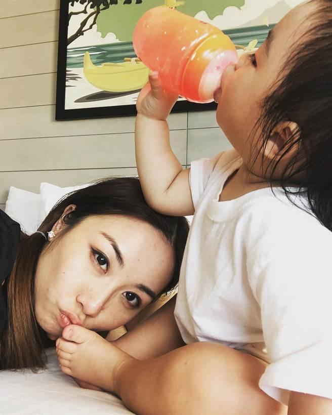 雷凱欣升格人母後,常在網上分享育兒日常。(圖/翻攝自雷凱欣IG)