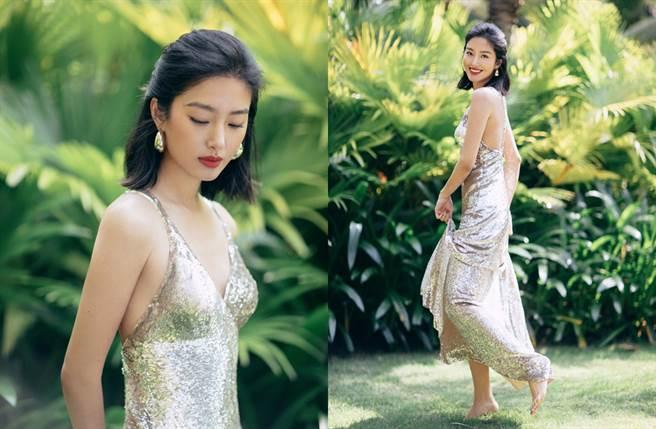 楊采鈺穿露背低胸洋裝。(圖/翻攝自楊采鈺Ora微博)
