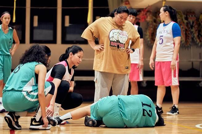 前職籃球員馬怡鴻客串演出。(客家電視台提供)