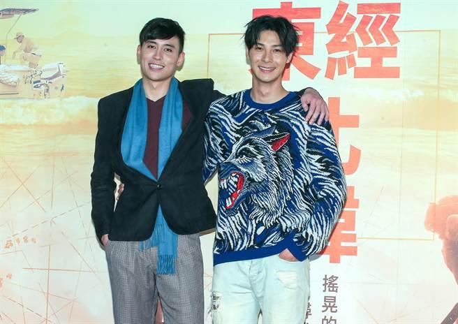 柯鑑育(左)和鄭凱飾演一對兄弟。(粘耿豪攝)