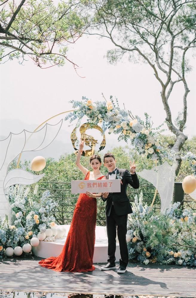 導演于中中(右)和女星安唯綾交往2年,今年登記結婚。(星力海藍文化傳媒提供)