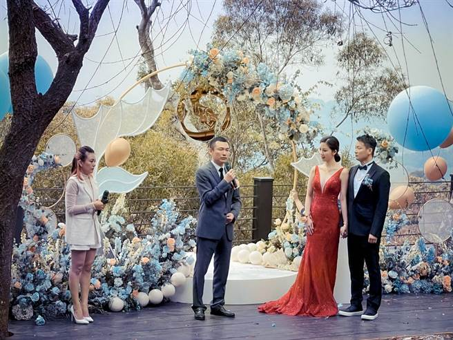 于中中、安唯綾訂婚宴5日於台中「又見一炊煙」舉行。(星力海藍文化傳媒提供)