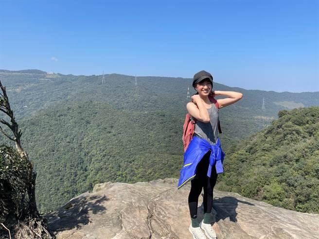 劉黛瑩與植劇場夥伴相約爬山,被讚「身輕如燕」。(藝和創藝提供)