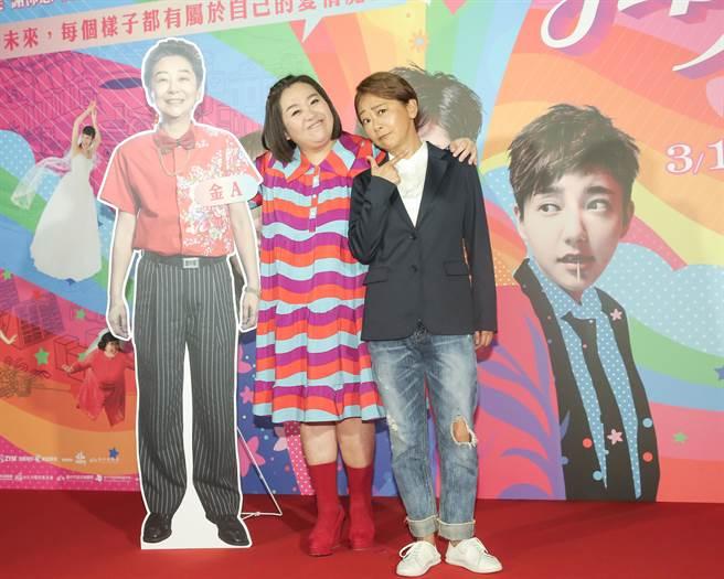 鍾欣凌(左)和曹蘭在片中走「純愛」路線。(盧禕祺攝)
