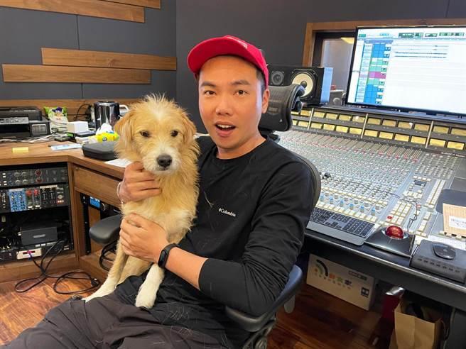 布朗攜愛犬愛財上山下海 全新音樂嘻遊實境秀《布朗!阿財勒?Beat & GO》。相信音樂提供