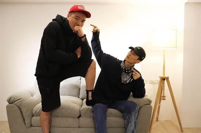 昔日團員李英宏(右)誠心讚許布朗在音樂的成長。相信音樂提供